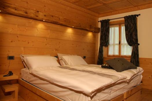 A room at the Jägerhaus Agriturismo. Book your stay at the Jägerhaus Agriturismo here. Cortina d'Ampezzo is ready for a new summer season.