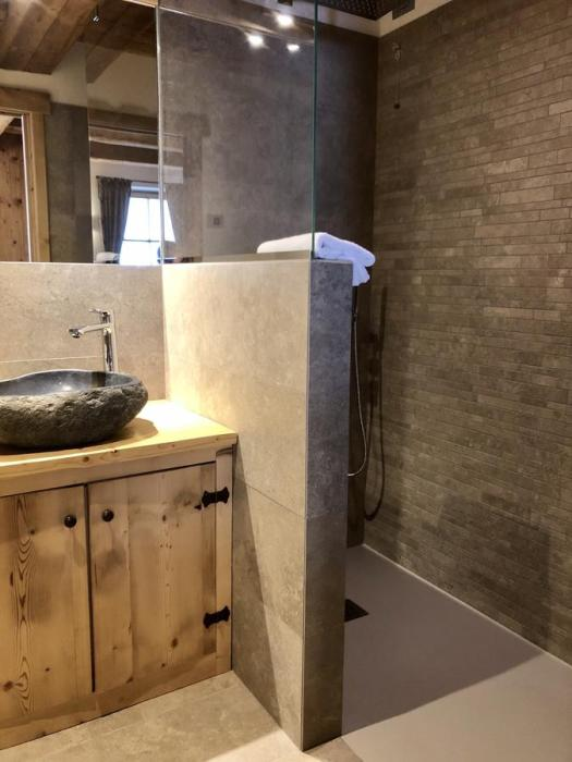 Bathroom at the Ciasa Coletin. Book your stay at the Ciasa Coletin here. Cortina Dolomiti Ultra Trekking.