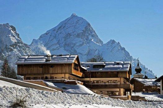 Exterior of the Rosapetra Spa Resort. Cortina Dolomiti Ultra Trekking.