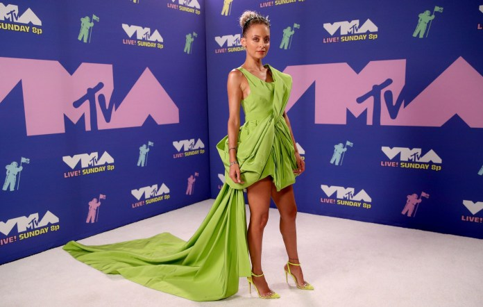 Nicole Richie Celebrated VMAs In A Gorgeous Lime Green Dress With A Dramatic Train