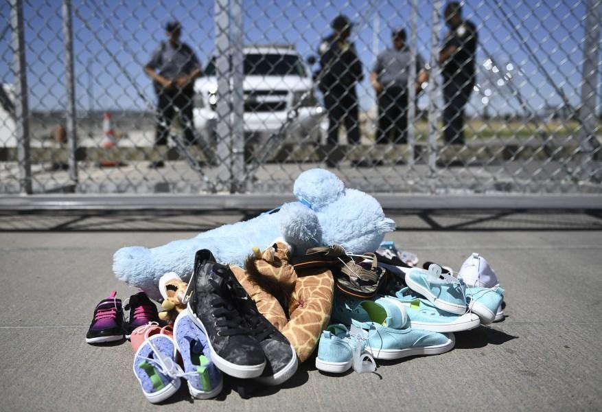 Вещи семьи мигрантов обнаружены в порту въезда в Торнилло в Техасе
