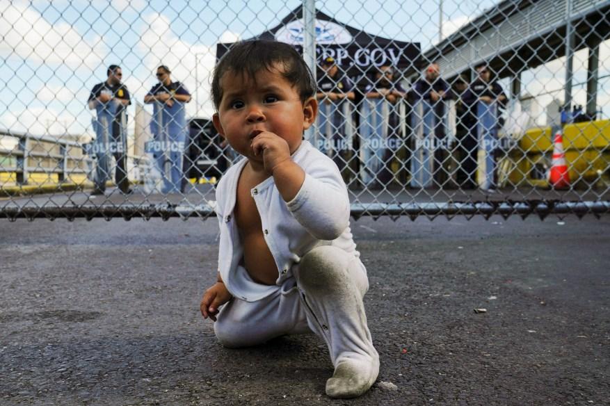 Правительство США не может найти 545 родителей детей-мигрантов