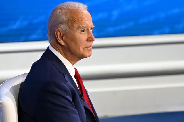 Joe Biden escaped any questions about Hunter Biden's emails