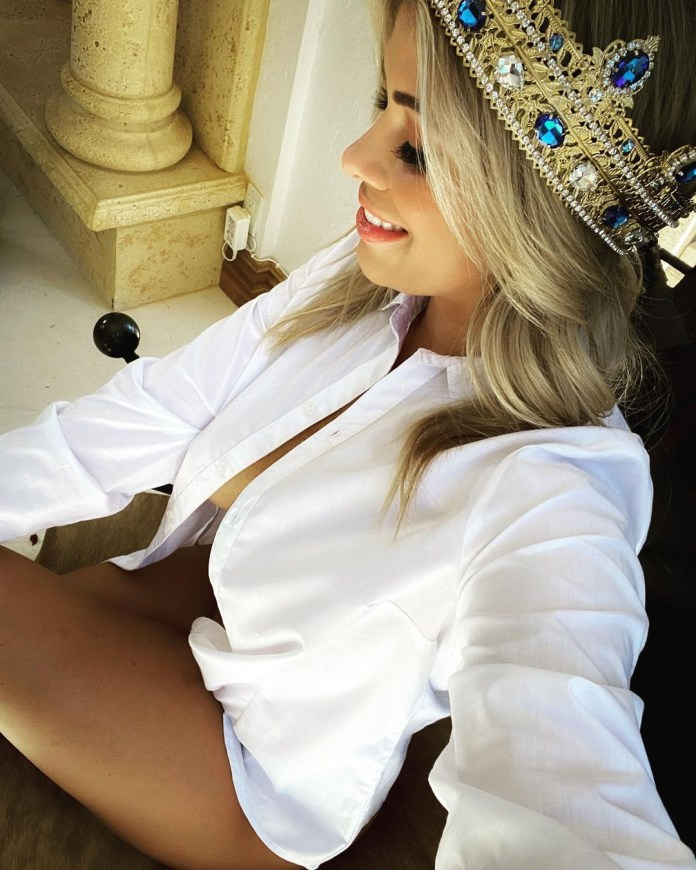VanZant shared this snap from behind the scenes of a photo shoot for her subscription site
