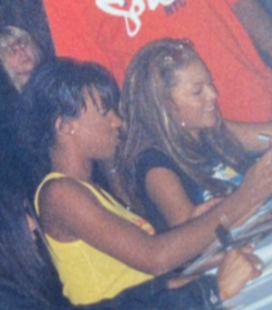 Kelly and Beyonce were around 17 years old when the photo was taken