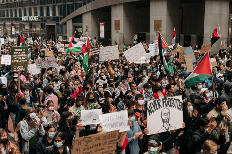 Cientos de manifestantes pro palestinos marcharon por Manhattan el martes