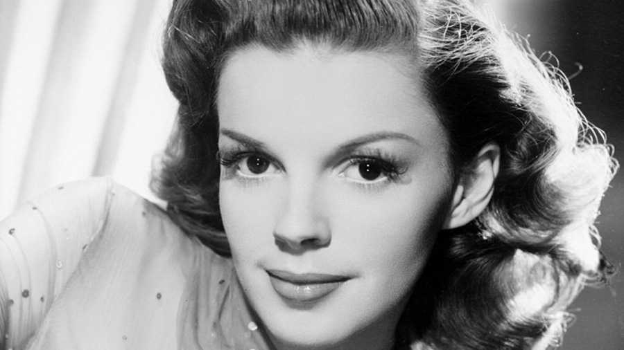 A publicity still of Judy Garland from MGM used in conjunction with promotion of The Harvey Girls (1946) - source wikipedia