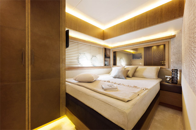 The 7 Exclusive Journal Monte Carlo Yachts MCY 76