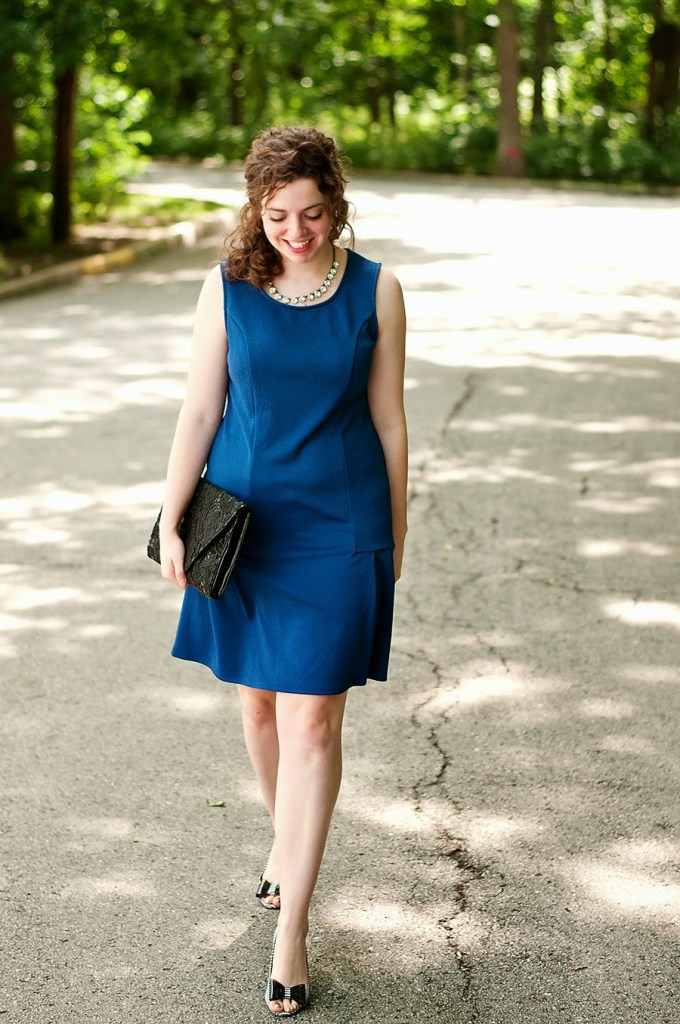 Blue swing dress with stripes and polka dot accessories
