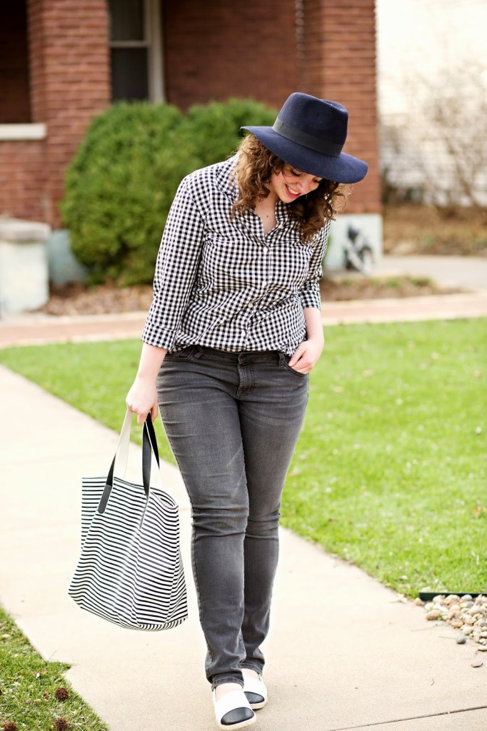 Casual black and white gingham outfit for spring!