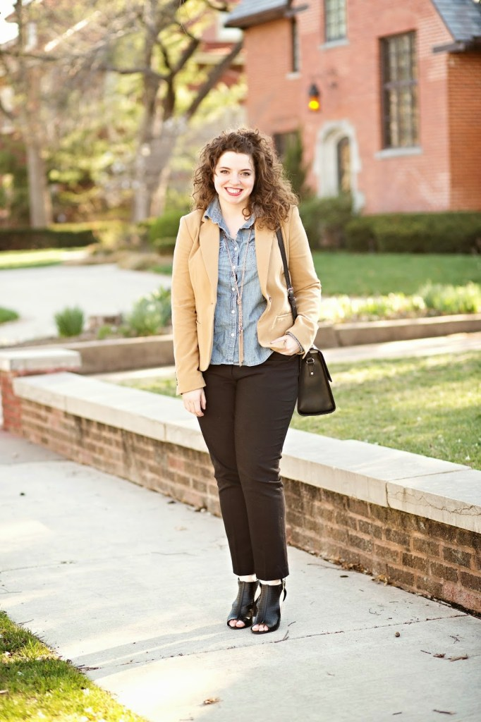 Tan blazer, skinny black cigarette slacks, chambray button-up shirt, neutral heels, and a giant tote bag - a simple recipe for an effortlessly sophisticated outfit.