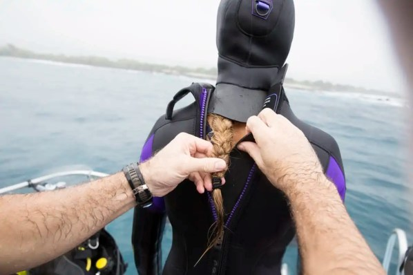 how to fit a wetsuit