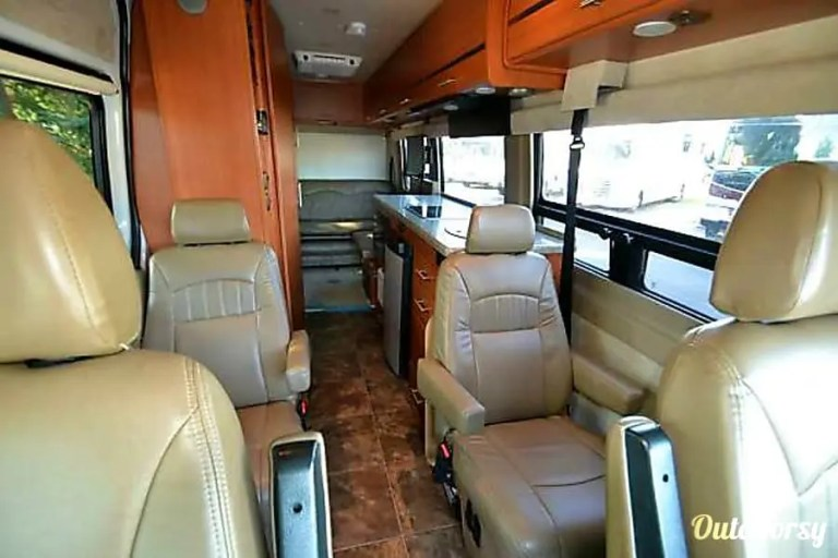 2012 Winnebago Era RV Rental Chicago Interior