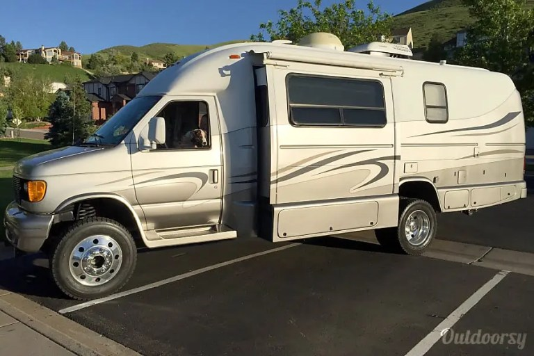 Coach House 4X4 RV Rental Denver