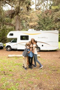 RV-Rental-Group-Hug-The-Adventure-Travelers