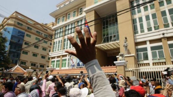 Kim Sok supporters stage a rally against a defamation case filed by PM Hun Sen after the political commentator blamed ...