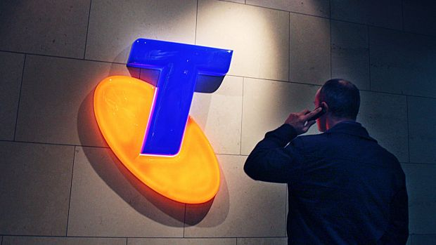 Telstra's share price is dropping amid fears its profit margins will drop in a mobile pricing war.