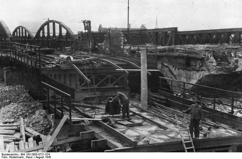 Berlin, Wiederaufbau des U-Bahn-Netzes