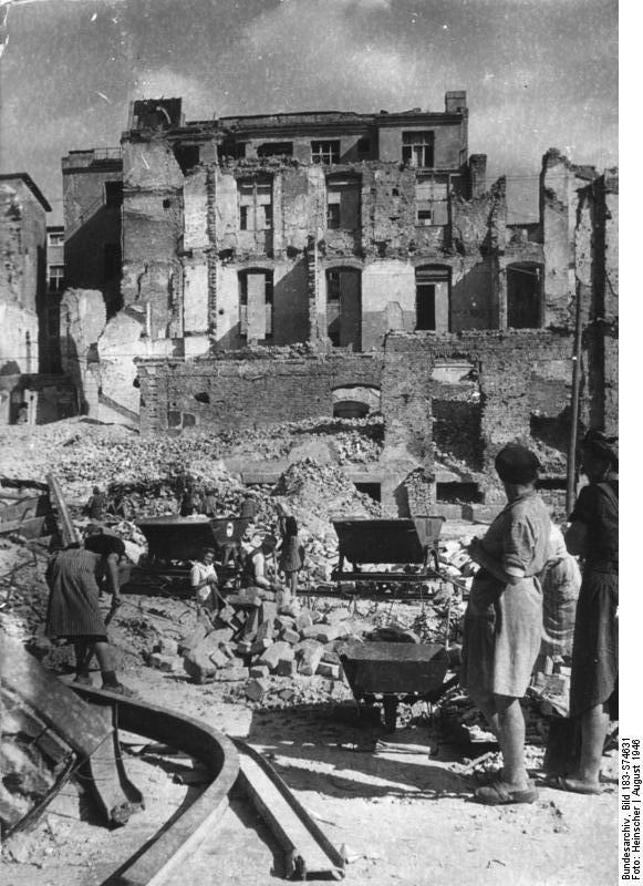 Berlin, Trümmerbeseitigung an der Humboldt-Universität
