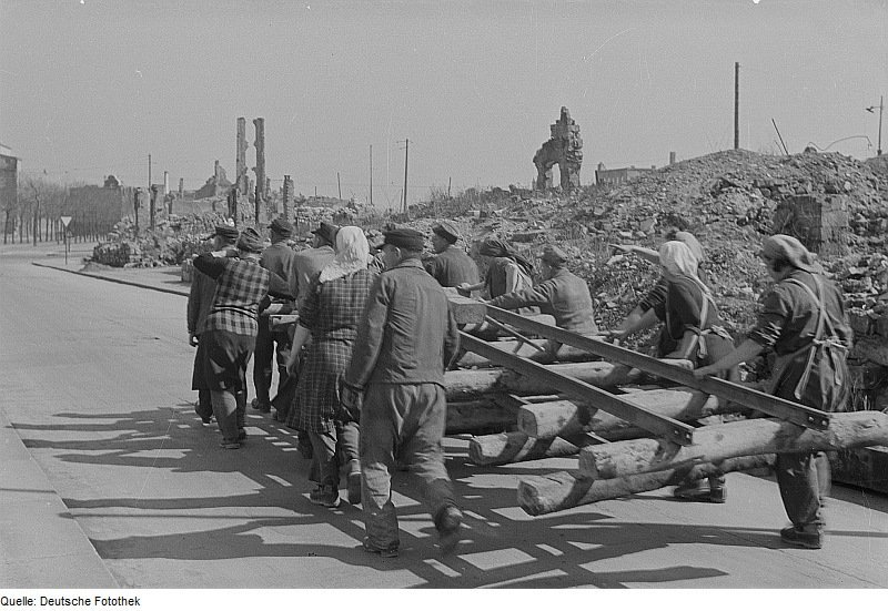 Fotothek_df_ps_0000848_002_Kriege_^_Kriegsfolgen_^_Zerstörungen_-_Trümmer_-_Ruin