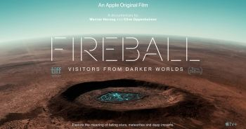 "Apple TV+ เผยตัวอย่างภาพยนตร์สารคดีเรื่องใหม่ ""Fireball: Visitors From Darker Worlds"" ผลงานจาก Werner Herzog และ Clive Oppenheimer"