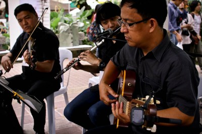 An acoustic trio playing music at the Art in the Park in Makati City. Photo by: Chris Quintana