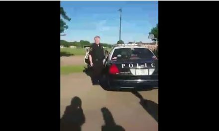Fort Worth Officer J. Lawson punches teen in face – video