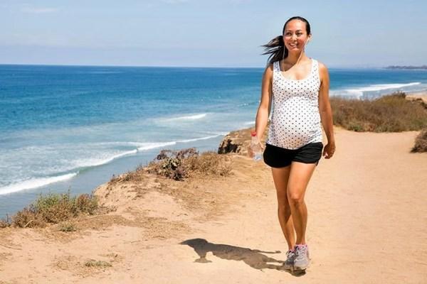 pregnancy-safe-exercises-walking