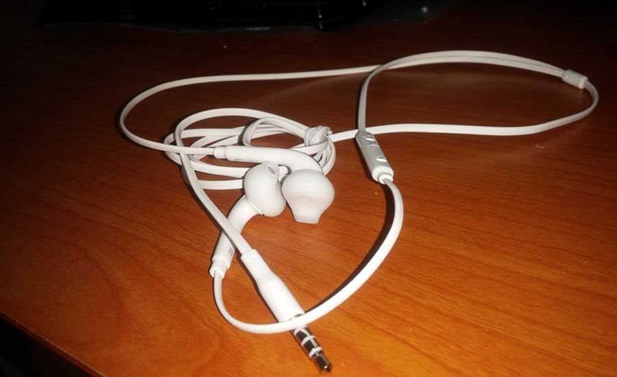 samsung-galaxy-s6-earbuds-leaked