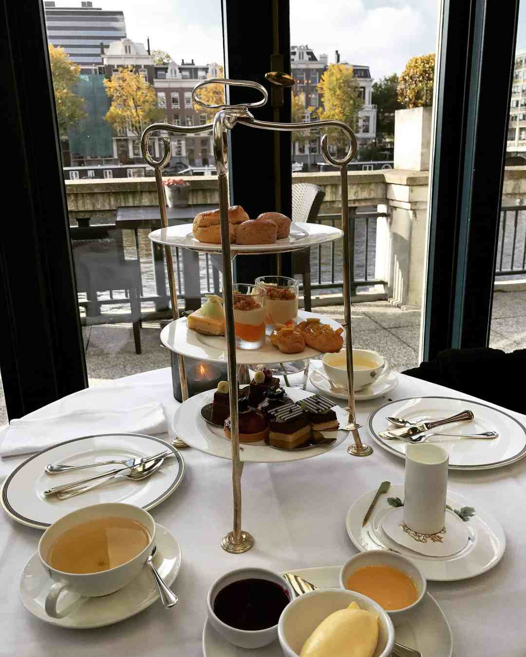 Een high tea in het Amstel Hotel