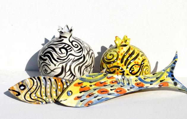 רימונים צבעוניים מקרמיקה, דגים מקרמיקה - מתנה מיוחדת ובעבודת יד לראש השנה | סטודיו לאומנות