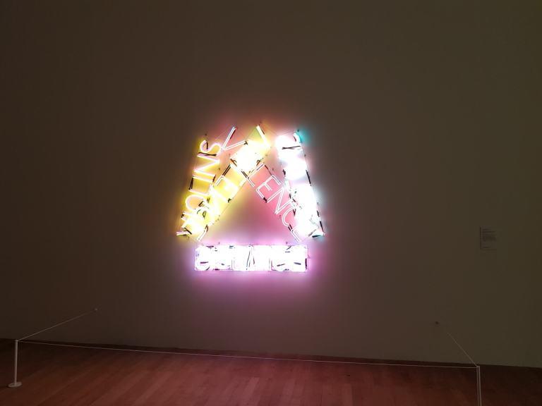 עבודה מתוך התערוכת יחיד של Bruce Nauman