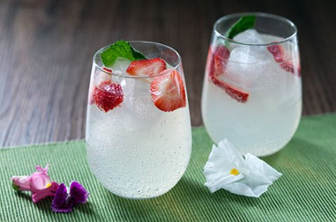 Strawberry Mint Vodka Lemonade Cocktails