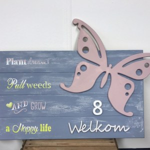 Welkomstbord hout met vlinder