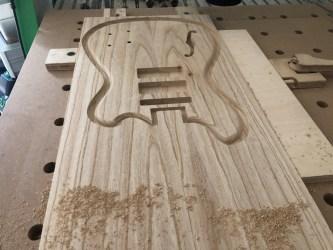 CNC freeswerk gitaar hout