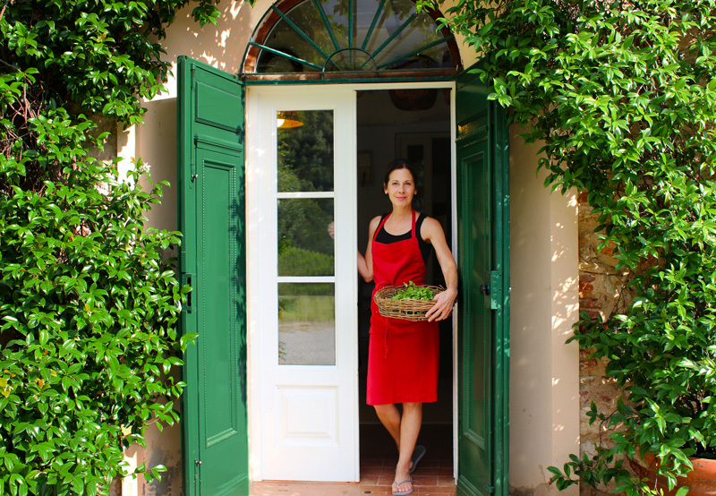 deborah-dal-fovo-greets-you-at-her-kitchen-door-in-tuscany