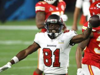 Chiefs Named 'Best Fit' to Sign Antonio Brown Away From Bucs
