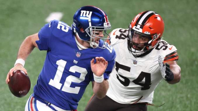 Giants Urged to Reunite With DE Olivier Vernon