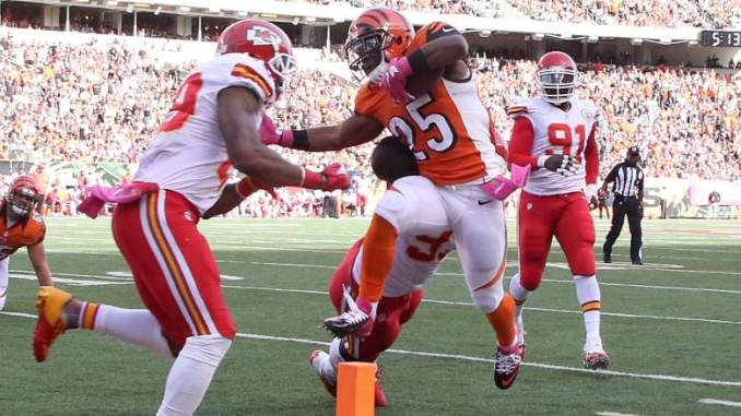 Giovani Bernard Spurns Chiefs, 3 Others to Sign With Bucs