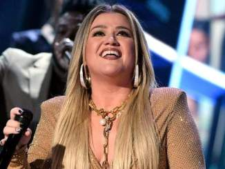 Kelly Clarkson Returning to The Voice Following Illness