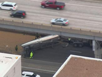 Overturned semi spills soybeans on I-64 in St. Louis | News