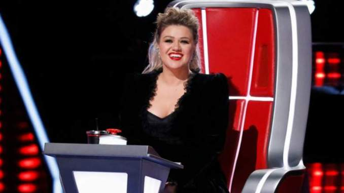 Kelly Clarkson Plays 'Who Would You Rather' With Music Stars