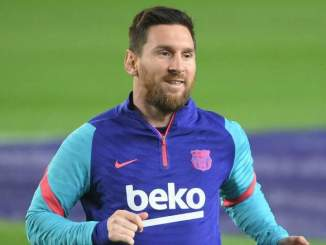 Messi Relaxes At Barcelona Beach Before Atletico [WATCH]