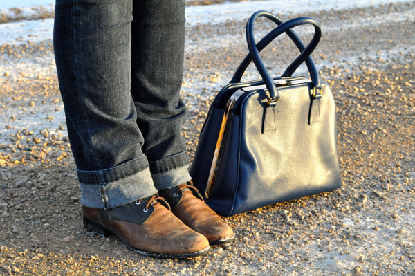 the artyologist- image of lace up boots, skinny jeans and classic vintage navy blue purse