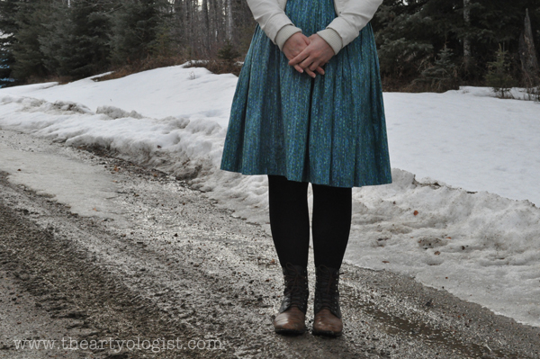 the artyologist- image of vintage 1950's dress and riding boots