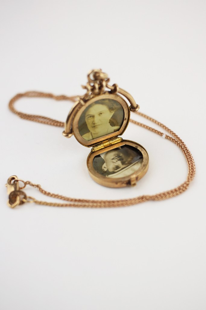 3-Antique_Victorian_Engraved_Gold_Locket_Necklace_6d3b1592-37f0-4304-aa02-ce72f267c1d3