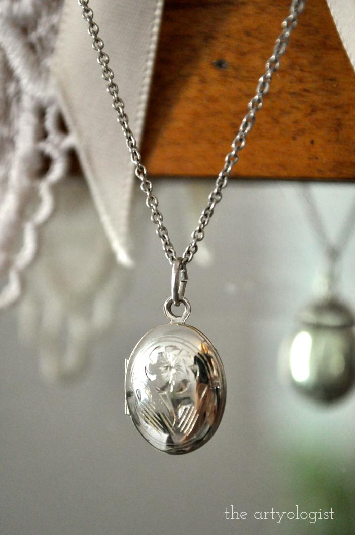 oval locket, a sentimental history of lockets, the artyologist
