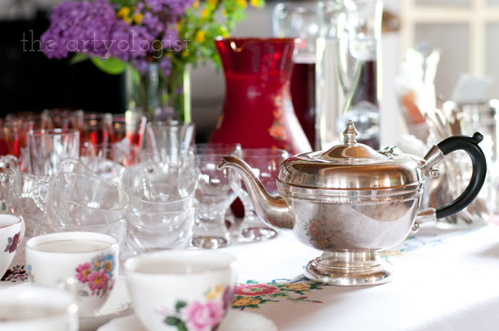The Ladies Garden Tea (Which is not in a Garden): The Decor, teapot, the artyologist