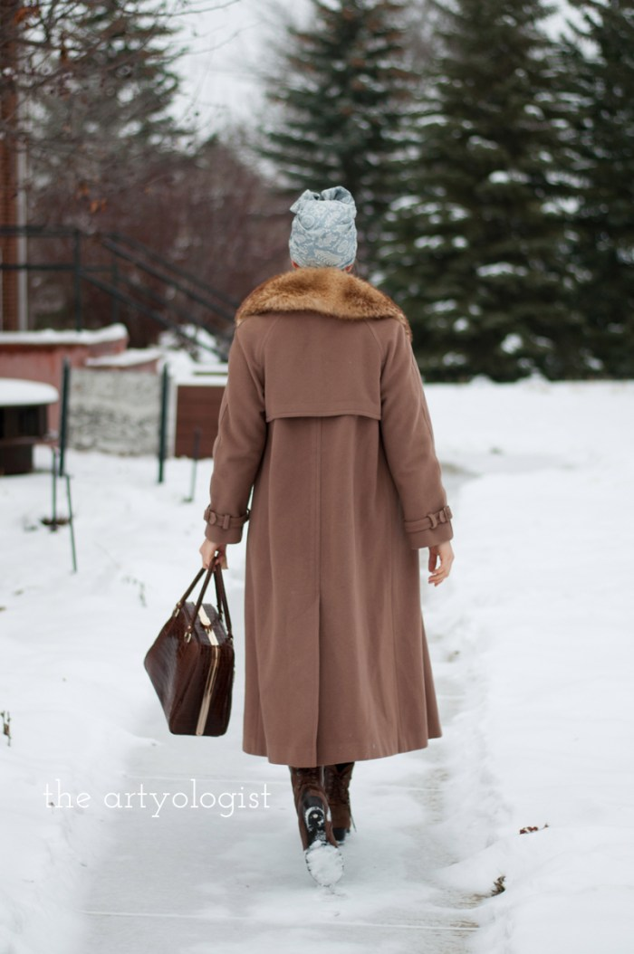 The Obvious Guide for How to Stay Warm in Winter Without Sacrificing Style, vintage wool coat and fur collar, the artyologist