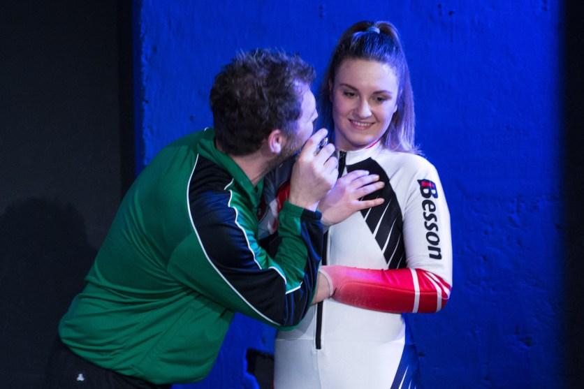 Anna Veith (Sarah Victoria Reiter) und Ulli Borowka (Jörg Bergen)